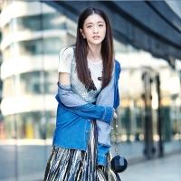 张雪刘雯张馨予街拍写真 干练又个性穿法引人注目