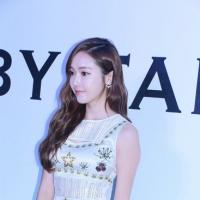 Jessica郑秀妍衬衫搭配方式 简约休闲风低调又时髦