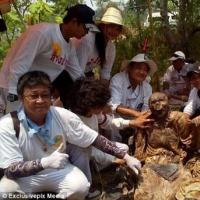 泰国墓地出土不腐尸体 皮肤布满奇怪纹身完好无缺