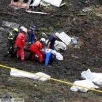直击载巴西球员飞机坠毁现场 机体残骸遇难者遗体被找到