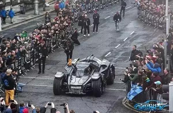 """有钱任性!土豪花千万将兰博基尼改成""""蝙蝠侠战车"""""""