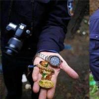小偷有眼无珠 偷到金元宝以为是假的扔垃圾堆