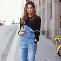 背带裤如何搭配更时髦 街拍达人教你最时尚的穿搭
