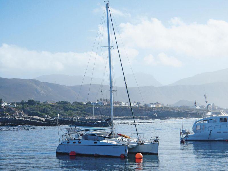2005年,江浩哲和叶丽萍花新台币4百万元,买了1艘1993年出厂的二手双体船Privilege 39,带着女儿展开横跨3大洋、5大洲的旅程。(叶丽萍提供)