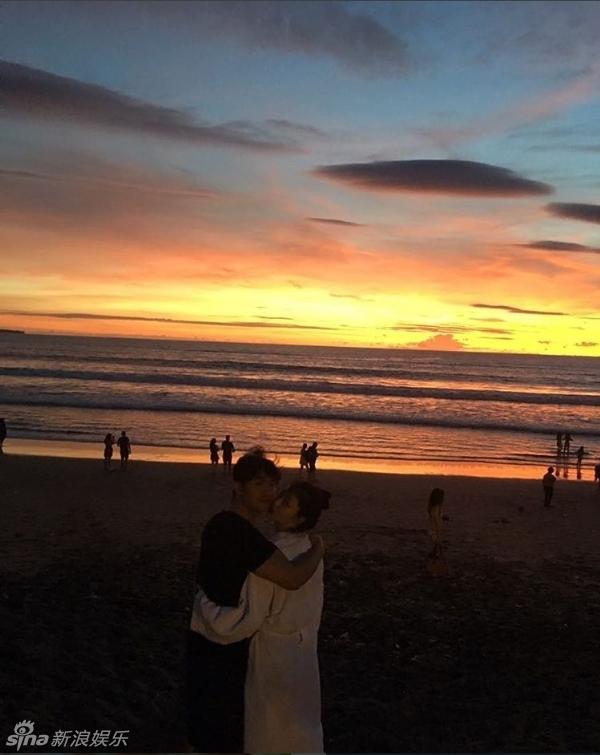 雪莉与男友海边度假秀胸 重口图尺度超大