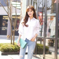 白衬衫搭牛仔裤也显气质 放飞自我的时装美到爆