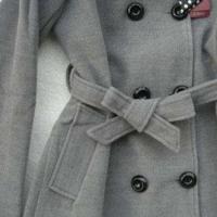 风衣蝴蝶结的系法图解 让酷酷的风衣增加可爱少女风