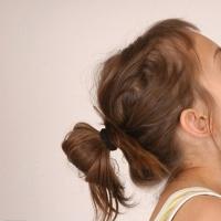 小女孩发型绑扎方法 甜美清新的发型妈咪们快来瞧瞧